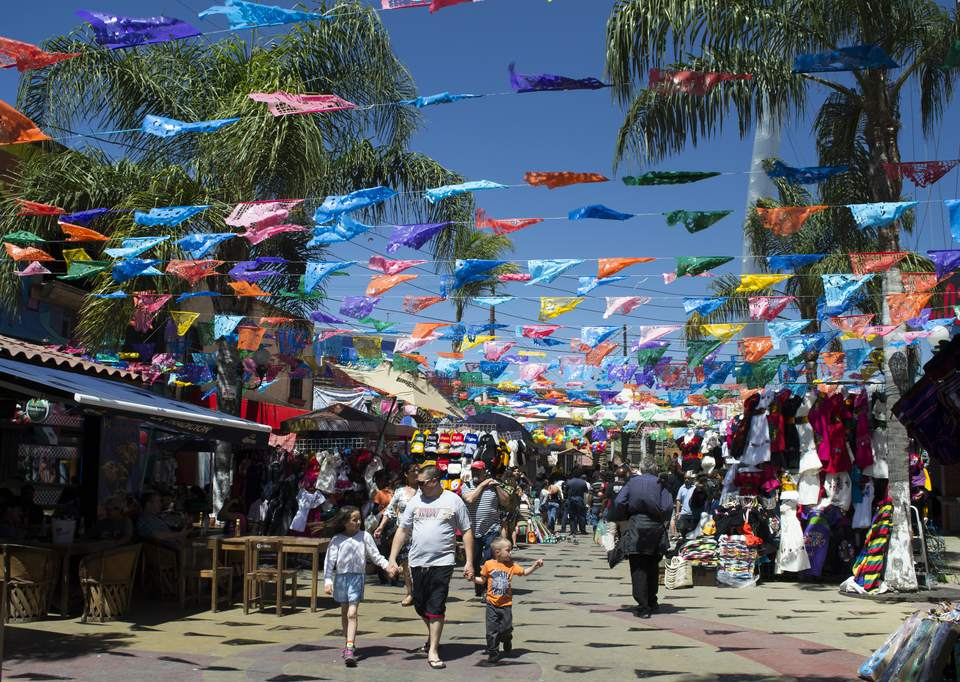 street-market-on-revolution-avenue-821198322-59a8399daad52b001192b0cf